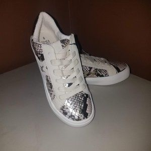 Time and Tru Gold and white Women's sneakers sz6